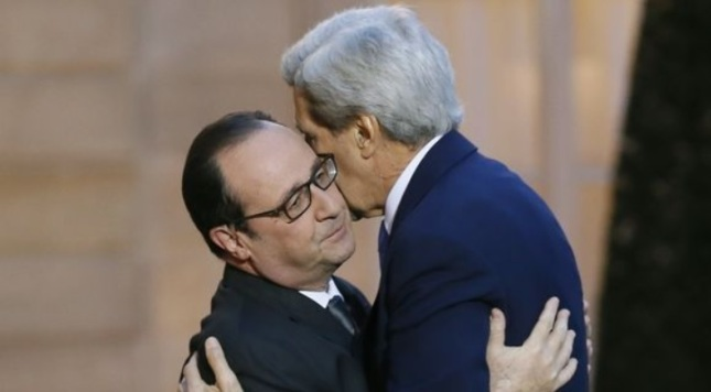 JOHN KERRY ET HOLLANDE