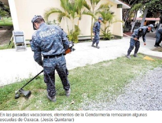 POLIS EN LAS ESCUELAS.